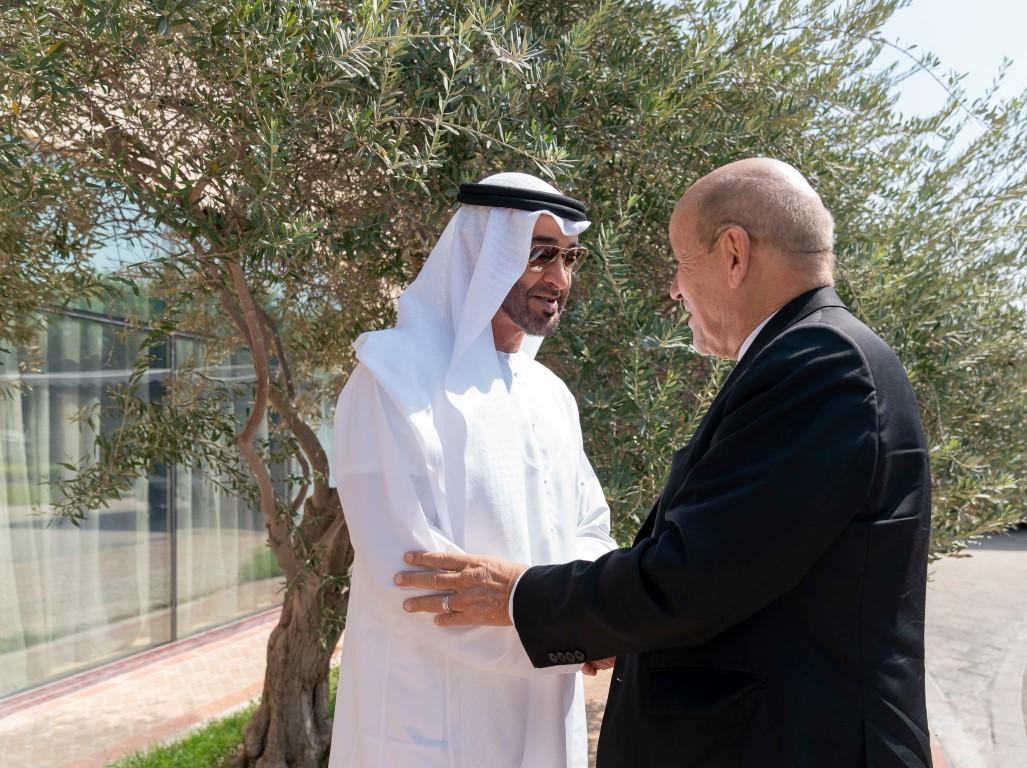 محمد بن زايد ووزير الخارجية الفرنسي يبحثان علاقات البلدين والتطورات الإقليمية