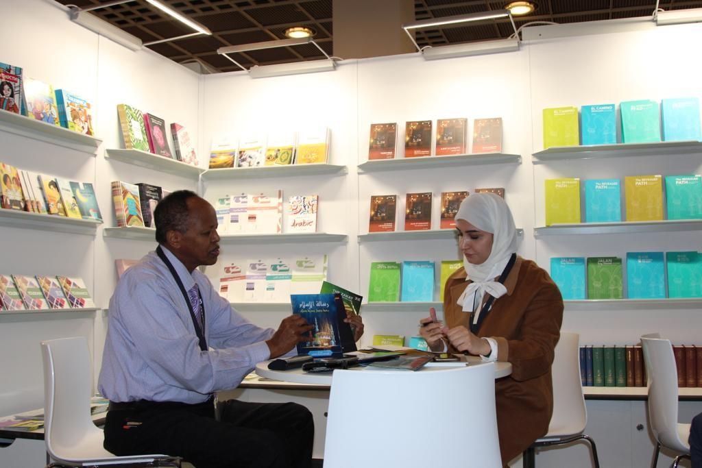 """""""زايد للثقافة الإسلامية"""" تستعرض 150 إصدارا بـ 13 لغة في معرض فرانكفورت"""