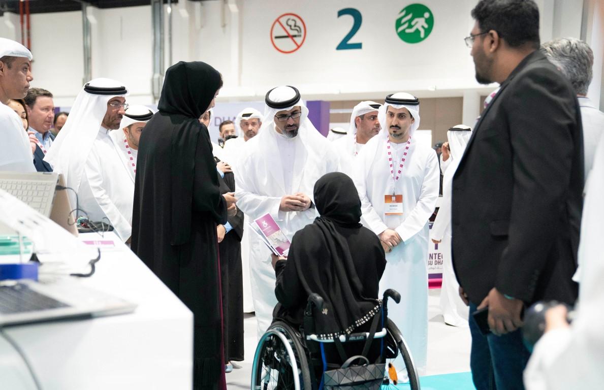 """خالد بن محمد بن زايد يشهد الجلسة الرئيسية في """"فينتك أبوظبي"""""""