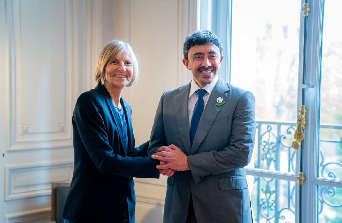 عبدالله بن زايد يلتقي رئيسة لجنة العلاقات الخارجية في البرلمان الفرنسي