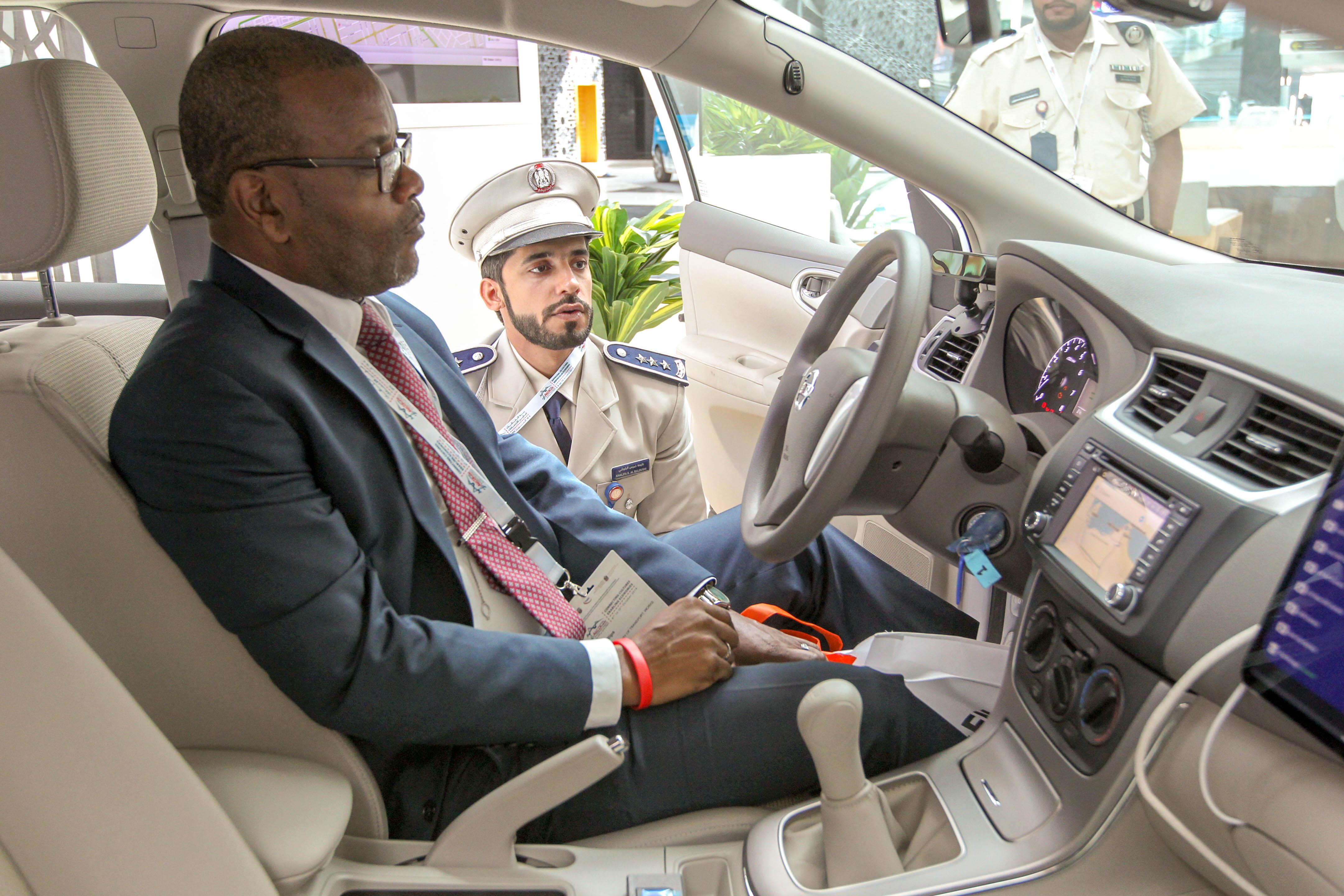 """شرطة أبوظبي تعرض أنظمة ذكية لتعزيز السلامة المرورية في """"المؤتمر الدولي للطرق"""""""