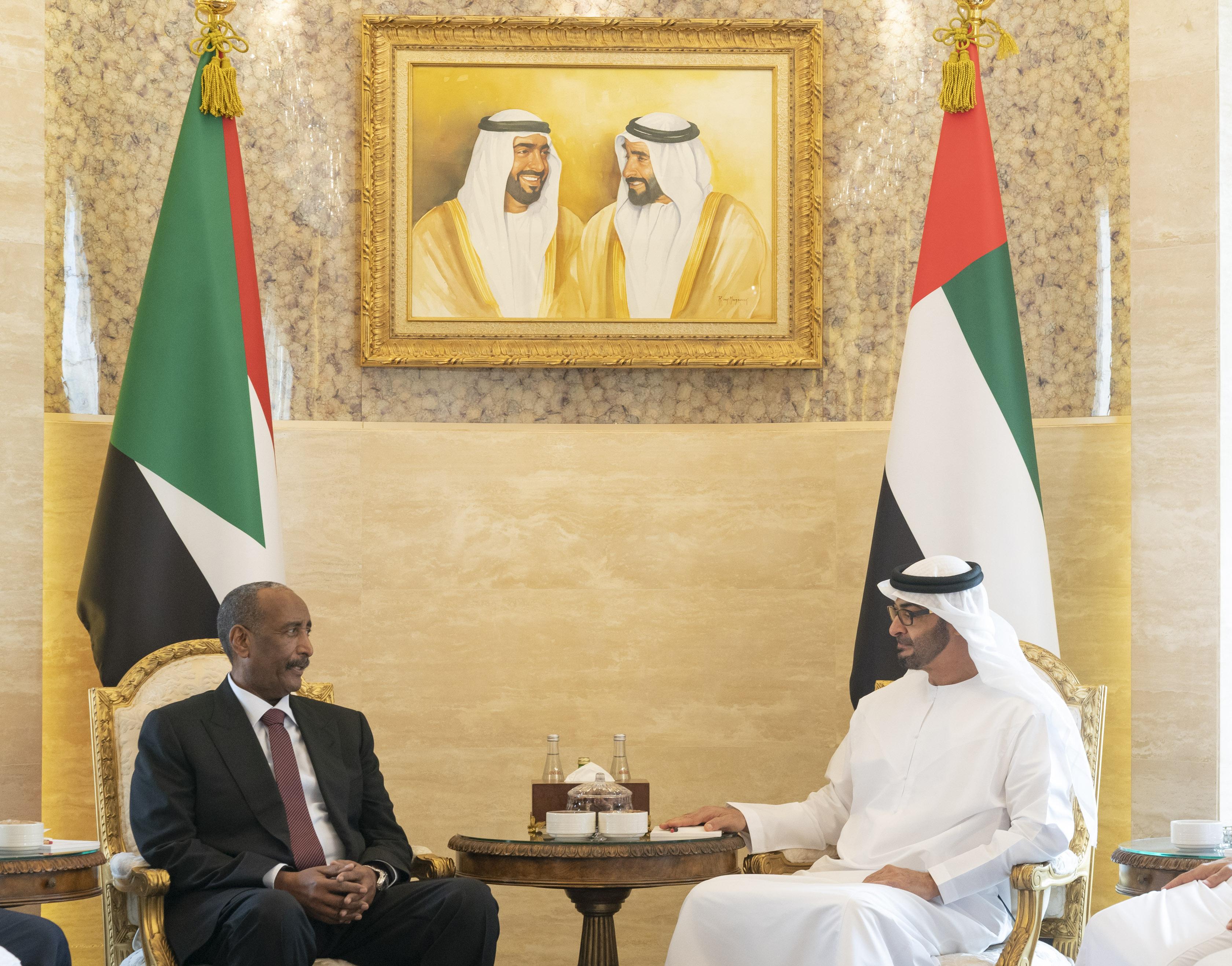 محمد بن زايد يستقبل رئيسي المجلس السيادي والحكومة الانتقالية في السودان