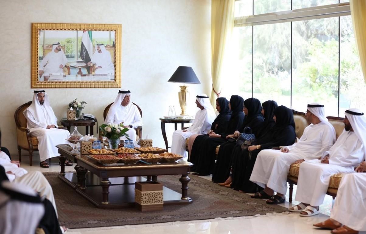 سعود بن صقر يشيد بفريق عمل برنامج الشيخ زايد للإسكان برأس الخيمة