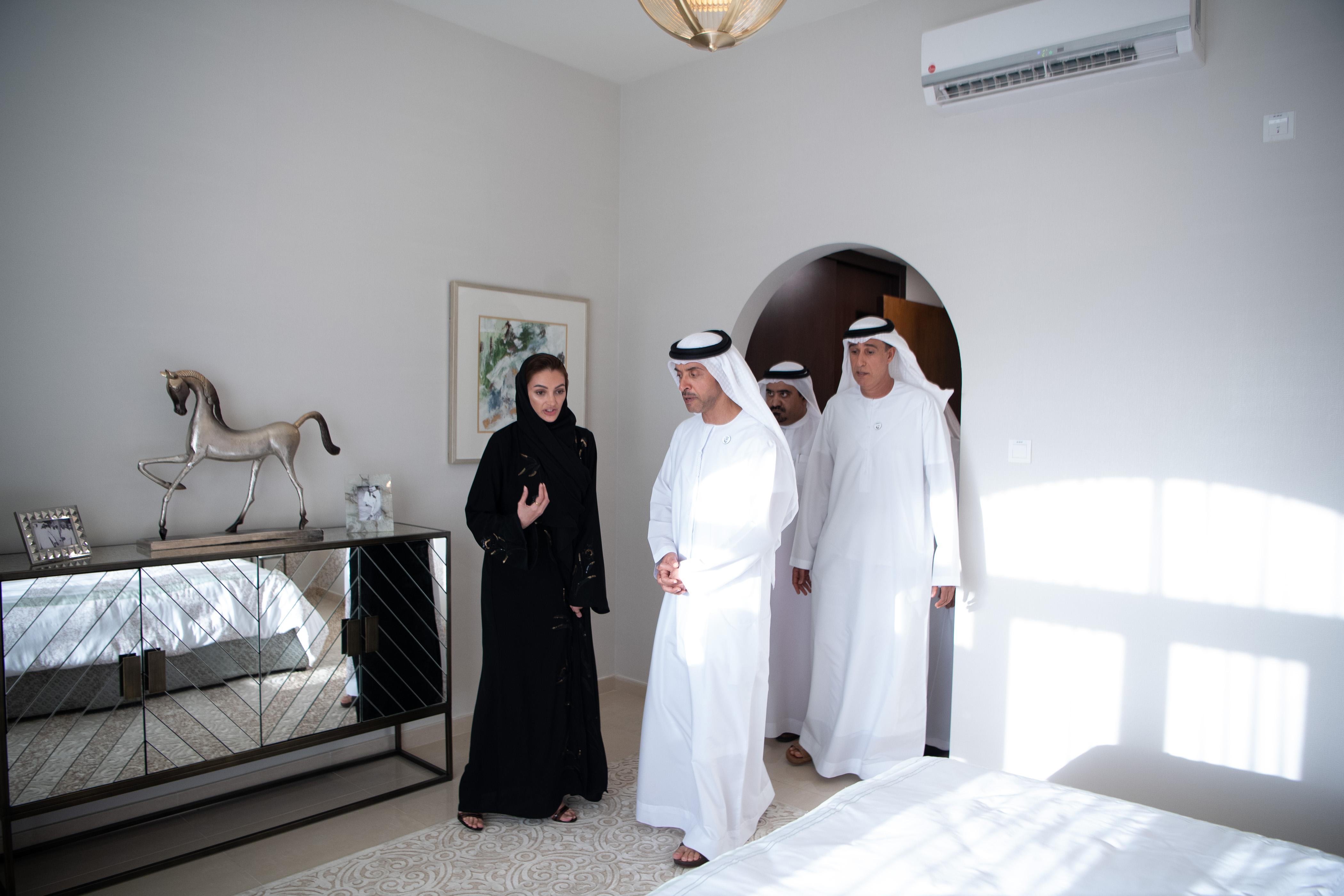 """هزاع بن زايد يدشن مشروع الهير السكني في العين بمواصفات """"الحي الإماراتي"""""""