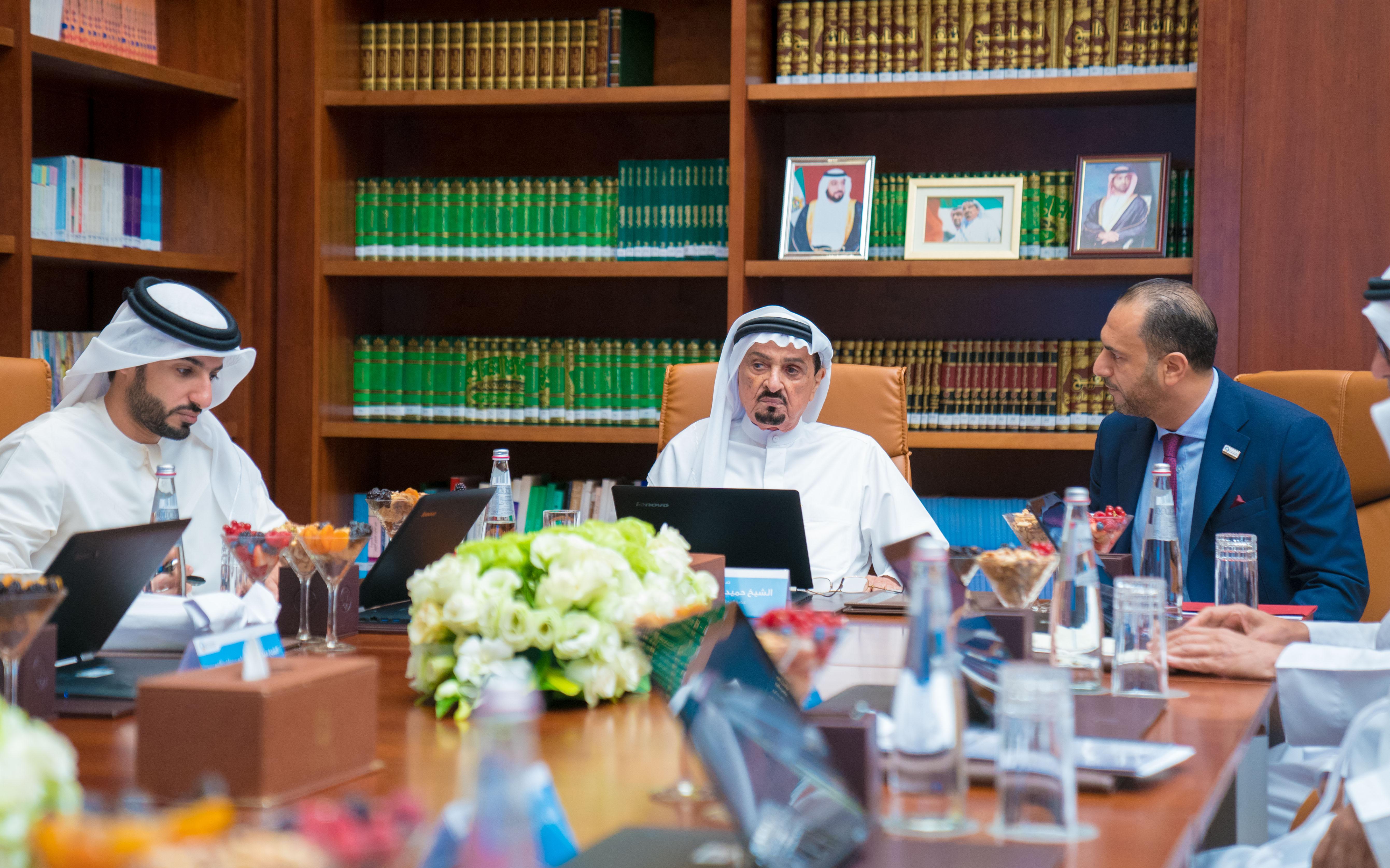 حميد النعيمي يترأس مجلس أمناء جامعة عجمان ويعتمد الموازنة السنوية وقوائم الخريجين