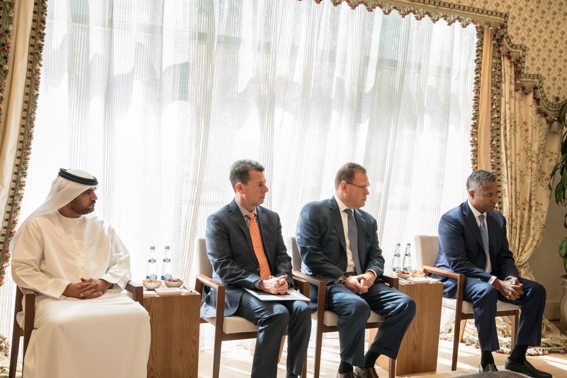 محمد بن زايد يستقبل رئيس شركة