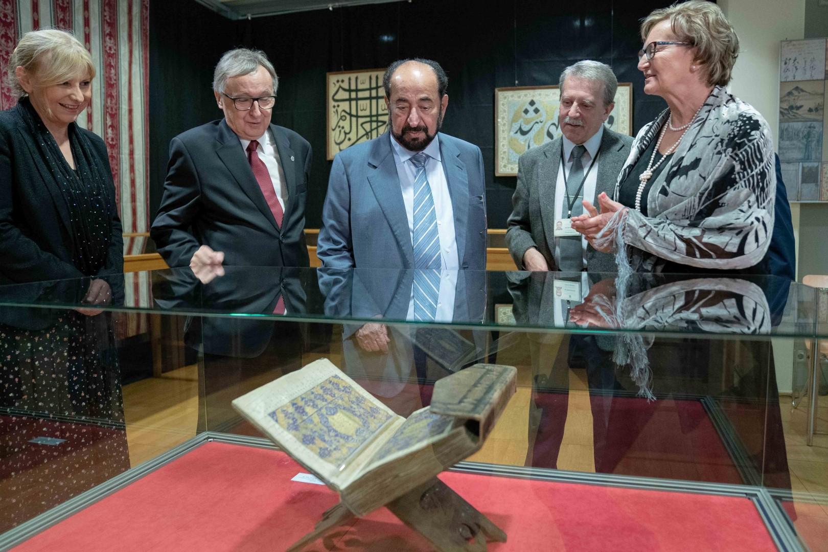 حاكم الشارقة يزور مكتبة ياجيلونيان في بولندا