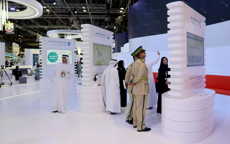 """""""محمد بن راشد للابتكار"""" يعرض مشاريع لمنتسبي الدفعة الـ 4 من دبلوم الابتكار الحكومي في جيتكس"""
