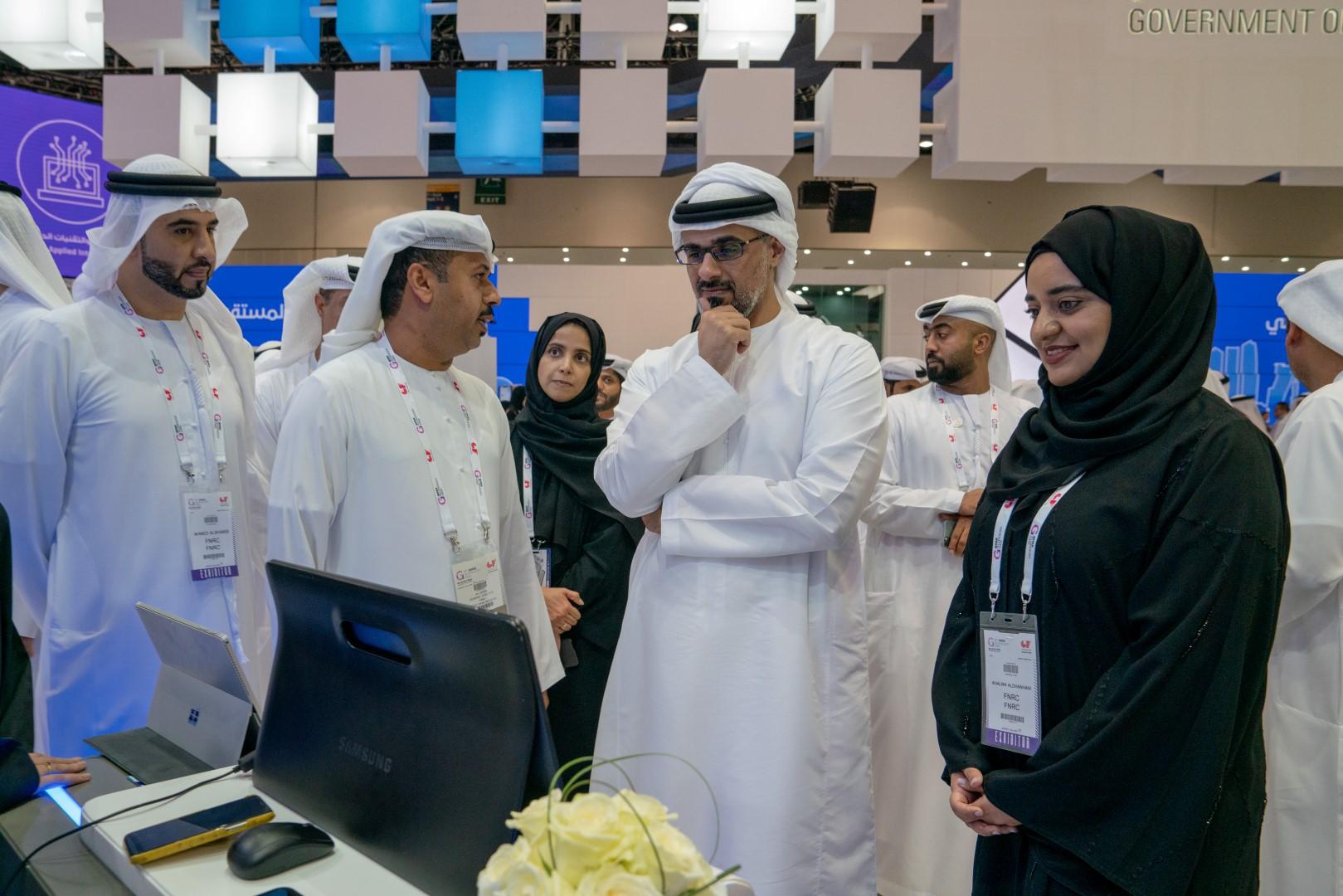خالد بن محمد بن زايد يزور معرض جيتكس للتقنية