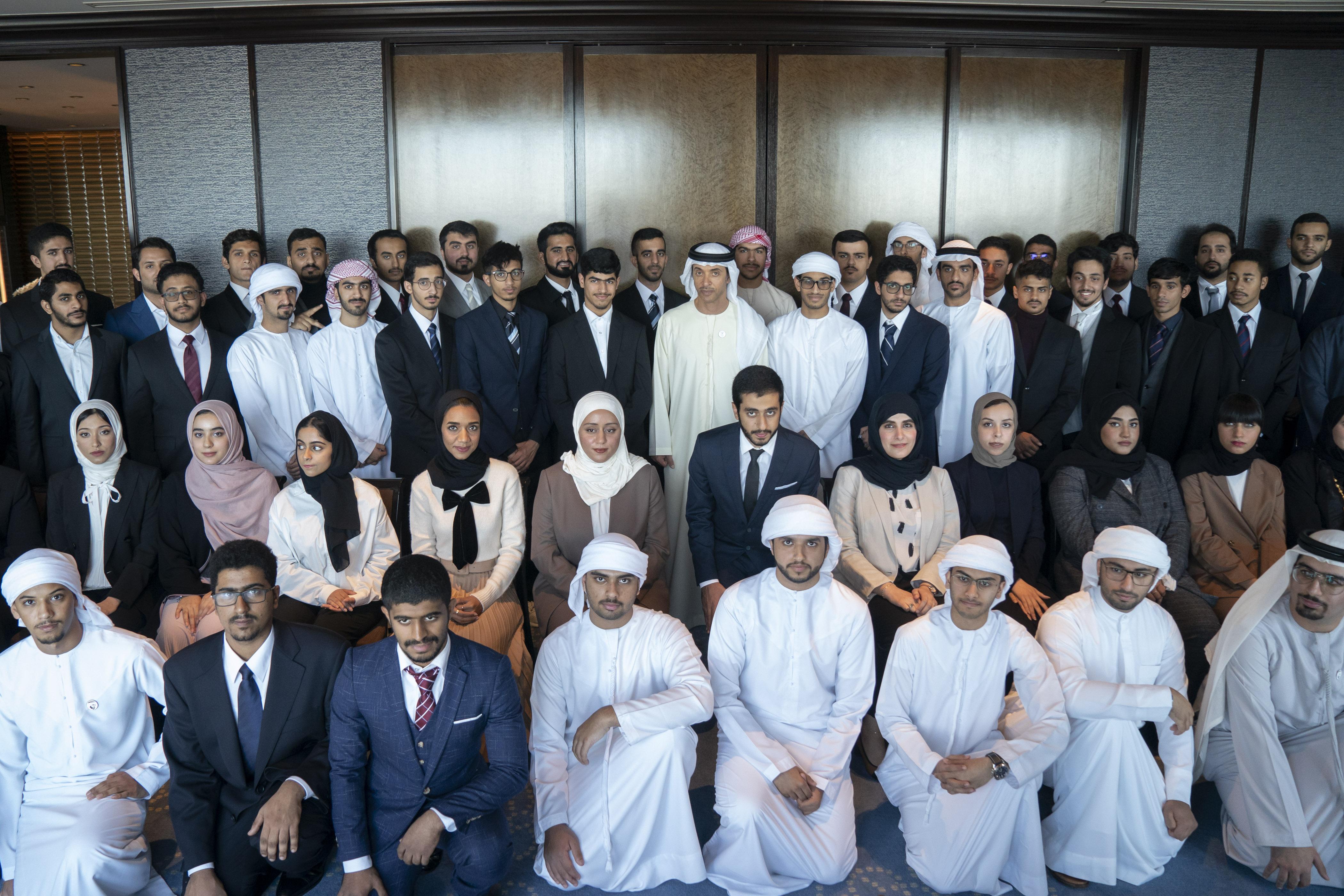 هزاع بن زايد يستقبل طلبة الإمارات في اليابان
