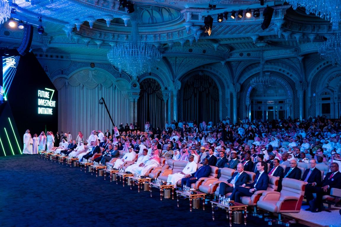 """عبدالله بن زايد يترأس وفد الدولة المشارك في """"مبادرة مستقبل الاستثمار"""" بالرياض"""