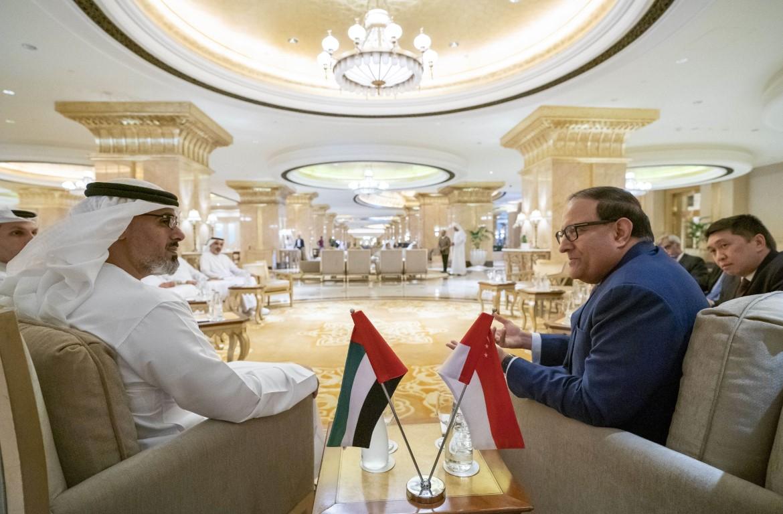 خالد بن محمد بن زايد يلتقي وزير الاتصالات والمعلومات السنغافوري