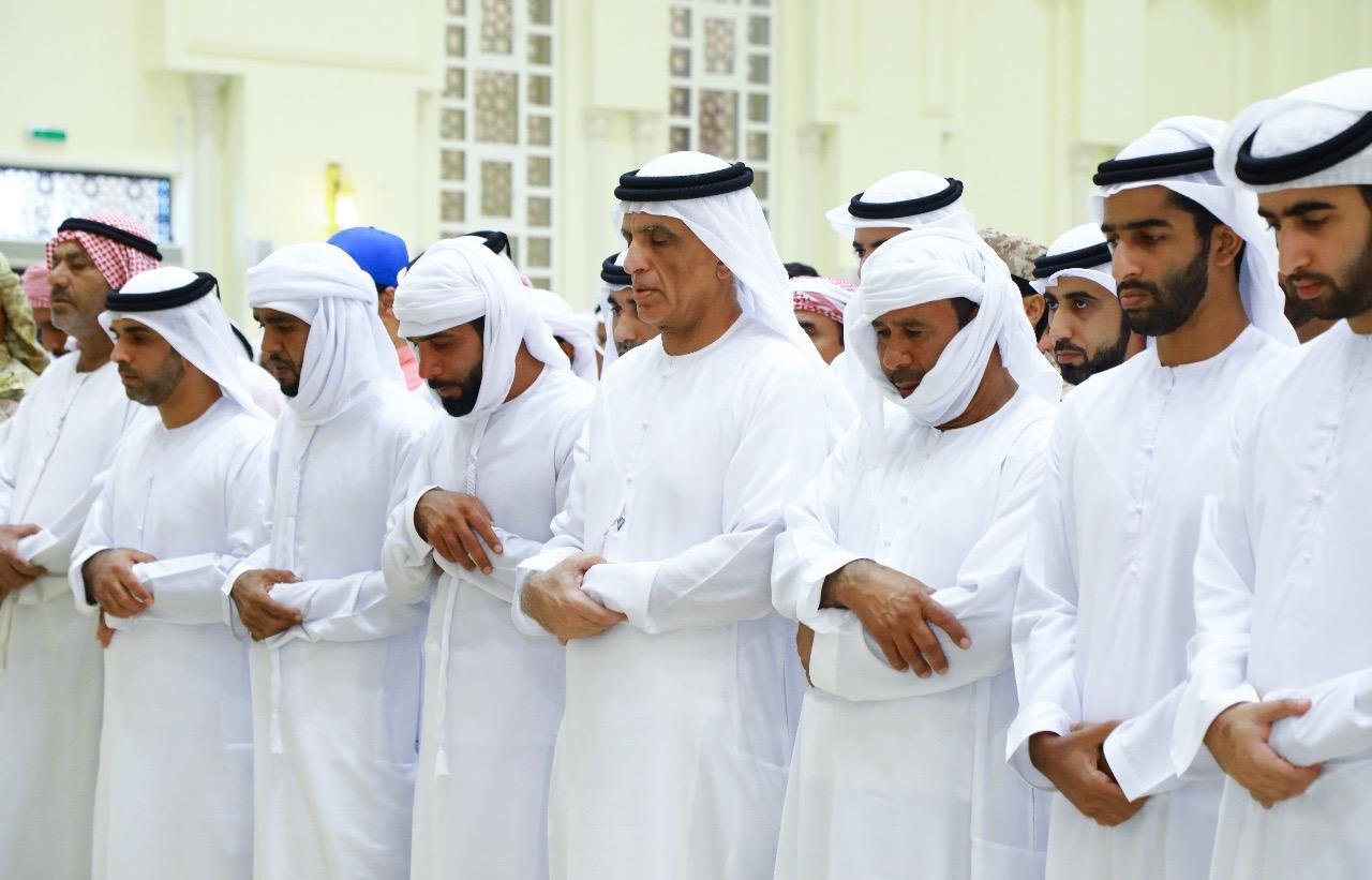 سعود بن صقر يؤدي صلاة الجنازة على جثمان شهيد الوطن طارق حسين حسن البلوشي