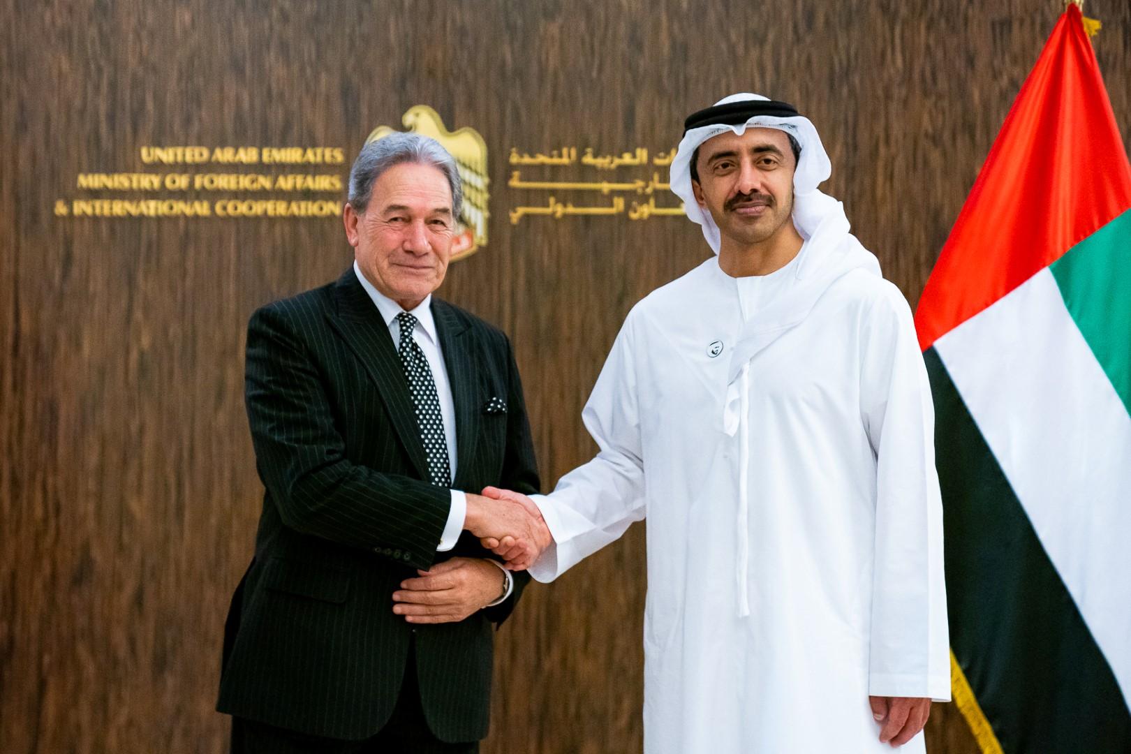عبدالله بن زايد يستقبل نائب رئيس الوزراء وزير خارجية نيوزيلندا
