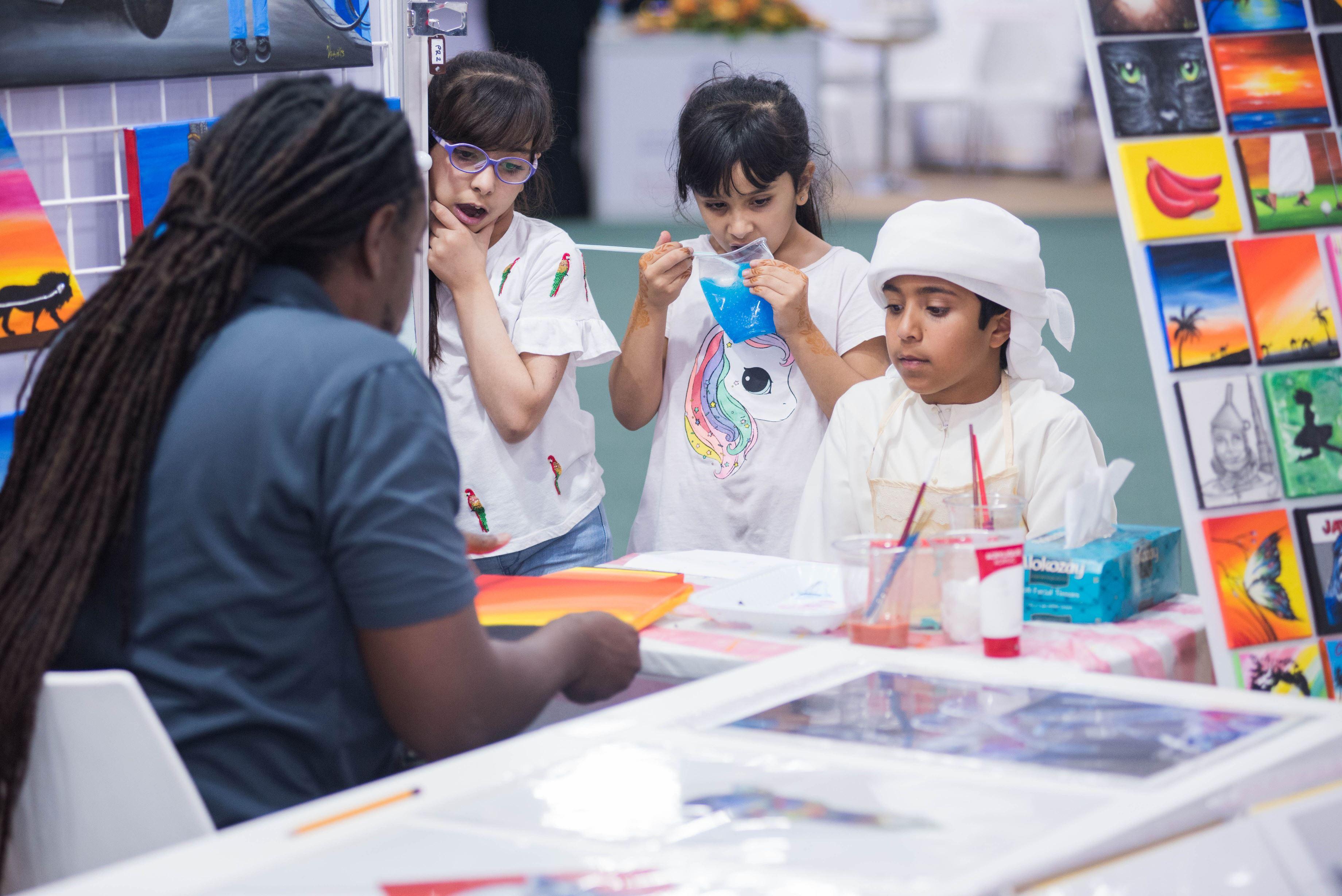 معرض الظفرة للكتاب يعزز ثقافة القراءة والمعرفة