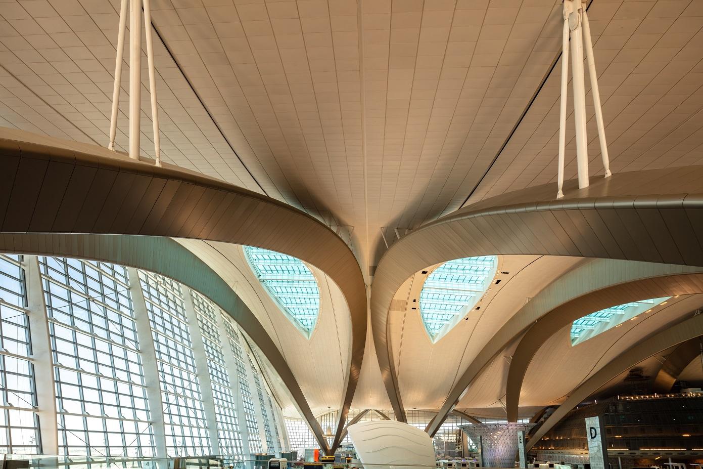 1200 وفد عالمي و75 شركة و120 متحدثاً يشاركون فى معرض ومؤتمر تبادل المطارات بأبوظبي