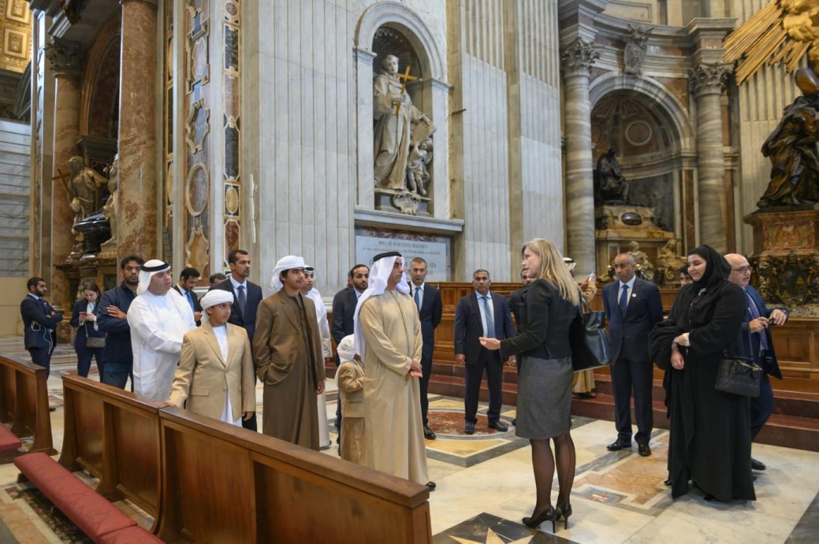 سيف بن زايد يلتقي البابا فرنسيس ويزور عددا من المواقع الدينية والتاريخية في الفاتيكان