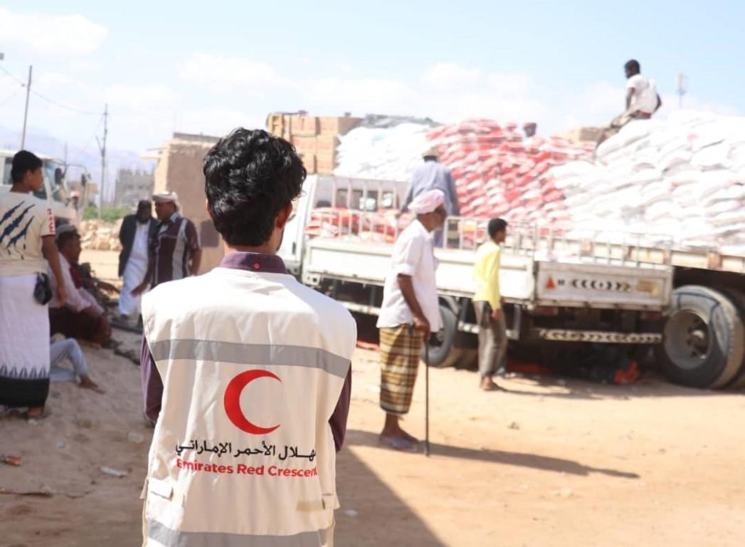 الإمارات تسير قافلة غذائية لذوي الدخل المحدود بمحافظة شبوة اليمنية