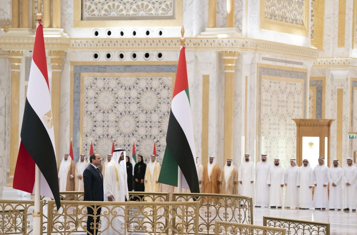 محمد بن زايد يستقبل الرئيس المصري