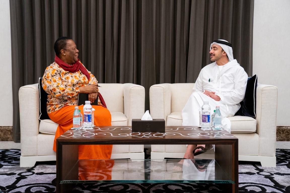 عبدالله بن زايد يستقبل وزيرة خارجية جنوب أفريقيا