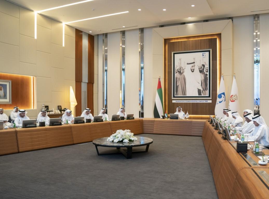 محمد بن زايد يترأس اجتماع المجلس الأعلى للبترول
