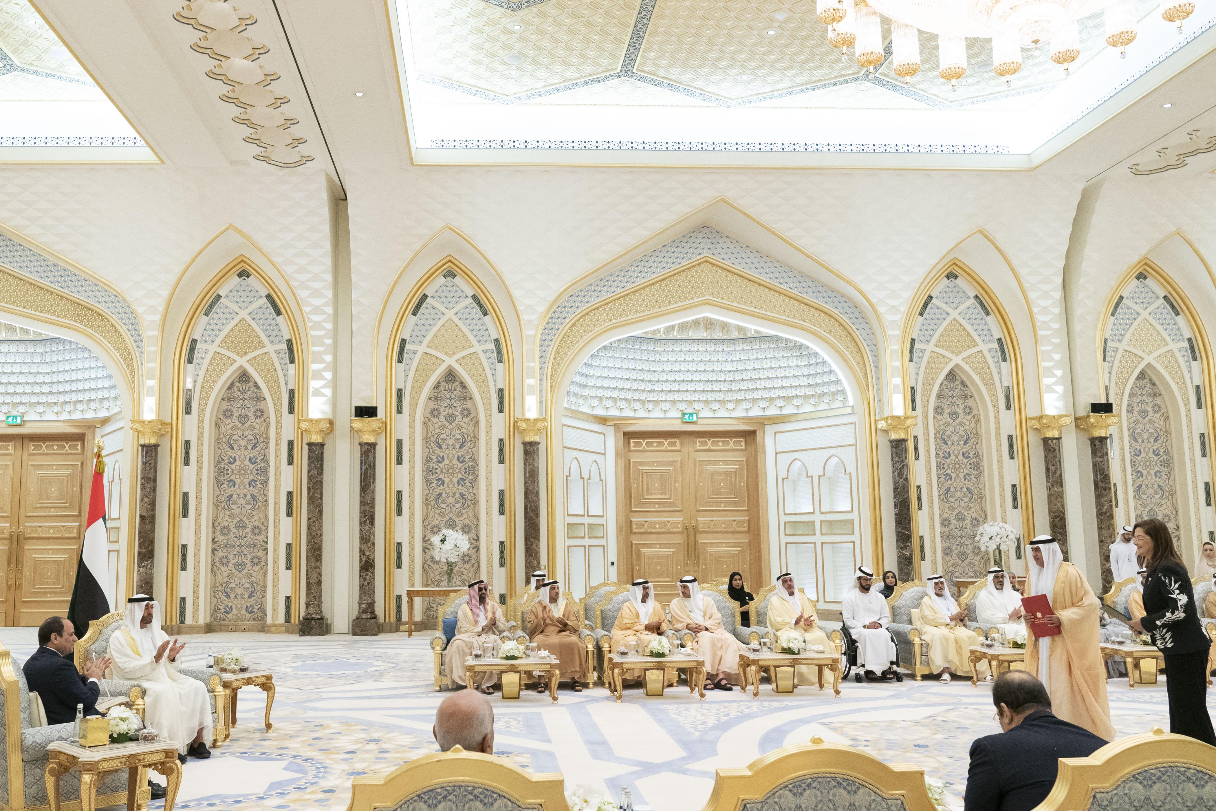 محمد بن زايد والرئيس المصري يشهدان تبادل عدد من الاتفاقيات والمذكرات بين البلدين