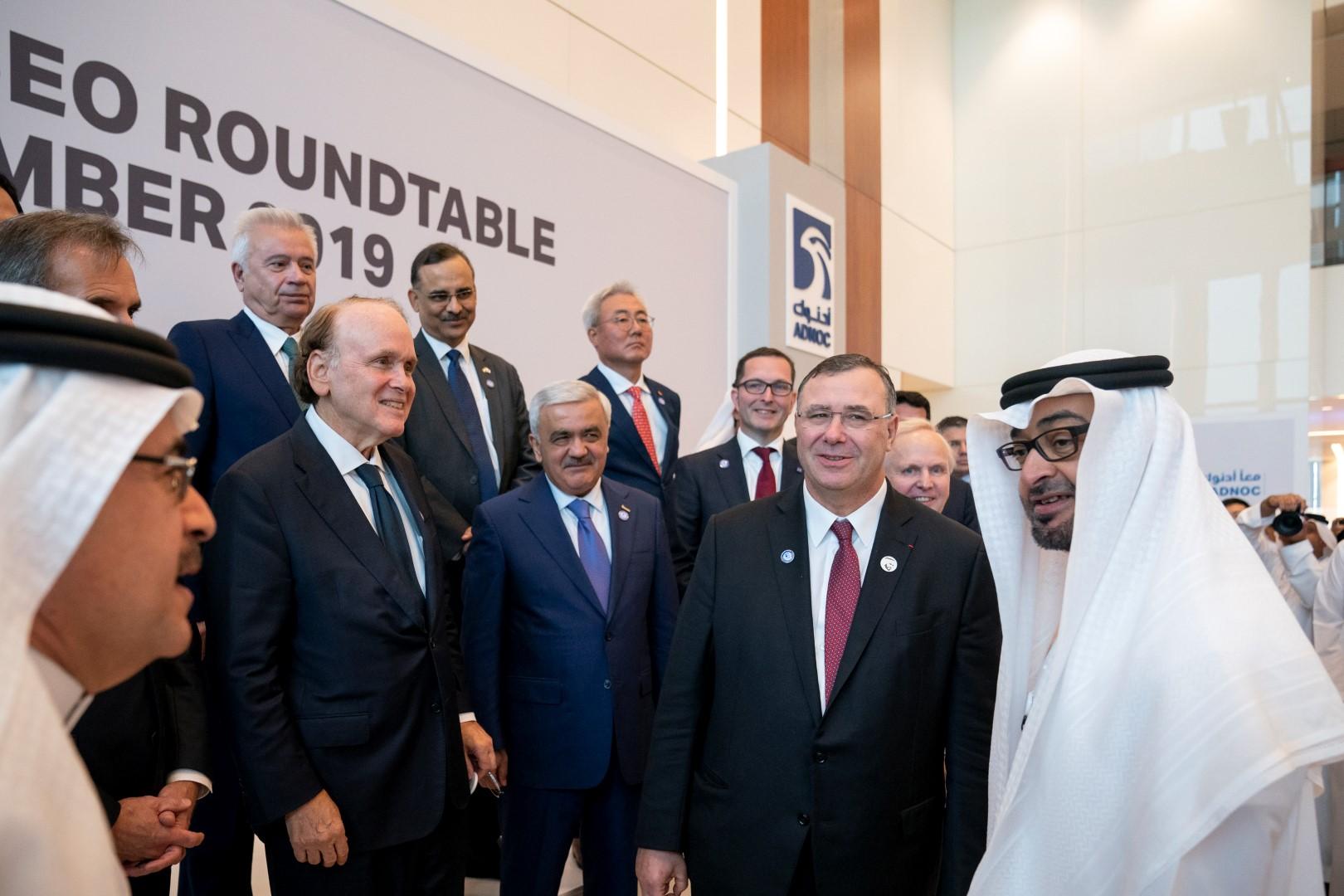 محمد بن زايد يحضر جانبا من ملتقى أبوظبي الرابع للرؤساء التنفيذيين