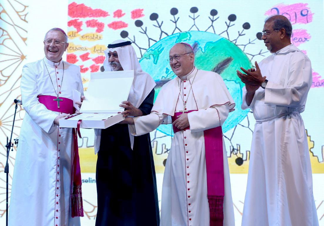 """نهيان بن مبارك يحضر حفل كنيسة القديسة مريم الكاثوليكية بدبي تحت عنوان """"تحية لدولة الإمارات المتسامحة"""""""
