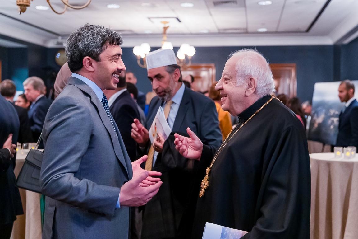 عبد الله بن زايد يؤكد أهمية الحوار بين الأديان و المعتقدات و التعايش السلمي بين أتباعها