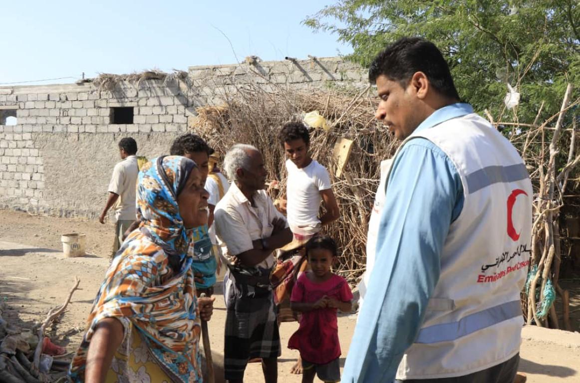 الإمارات تقدم  مساعدات غذائية ودوائية عاجلة لأهالي مدينة المخا