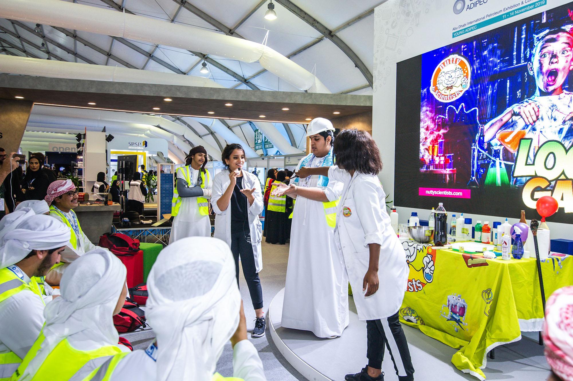 """طلبة مدارس يطلعون على آفاق المستقبل المهني في قطاع النفط والغاز بـ""""أديبك"""""""
