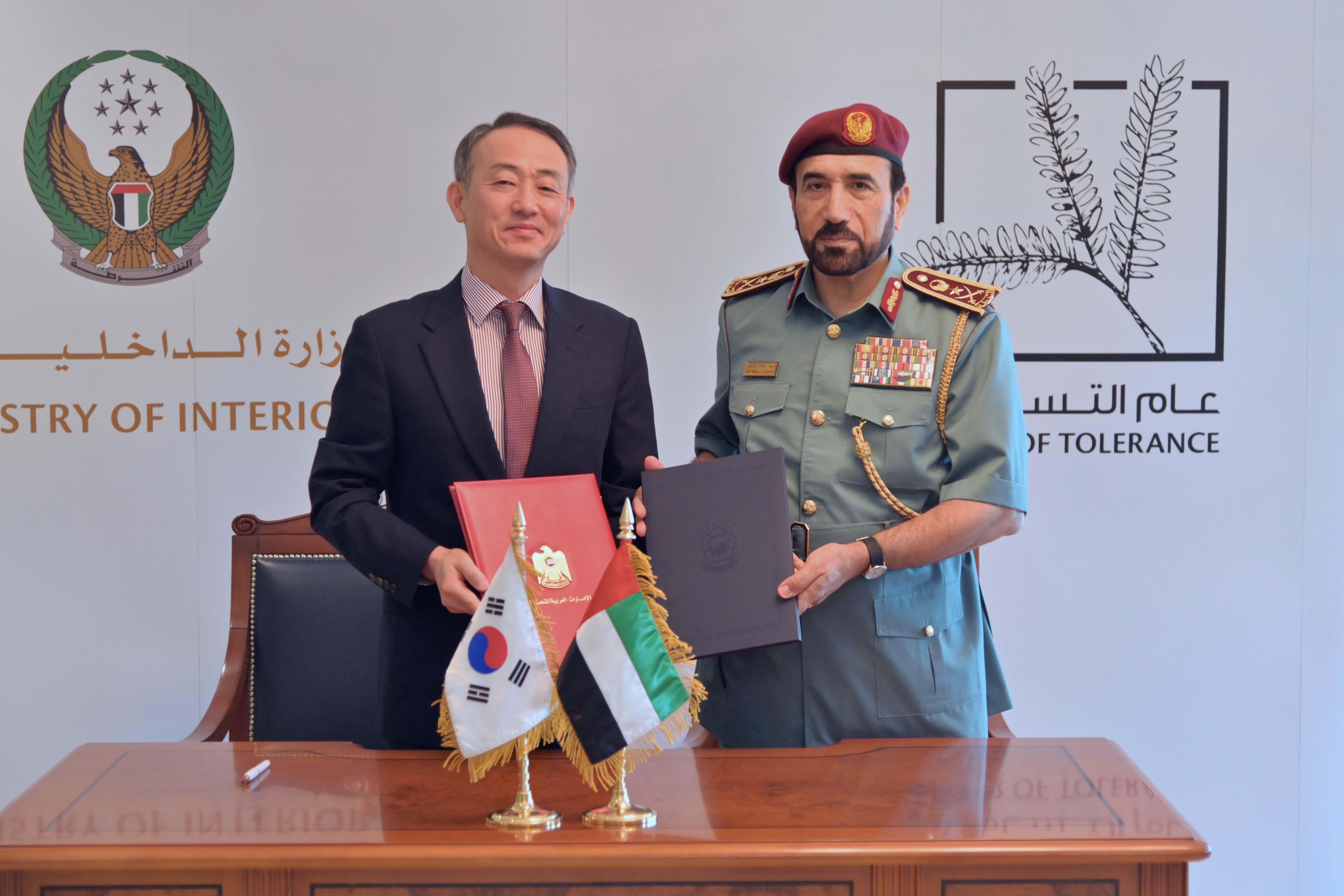 توقيع مذكرة تفاهم بين الإمارات وكوريا الجنوبية لاستبدال رخص القيادة