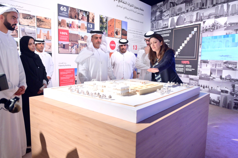 سيف بن زايد يطلع على الاستراتيجية الخمسية لقطاع الثقافة في أبوظبي