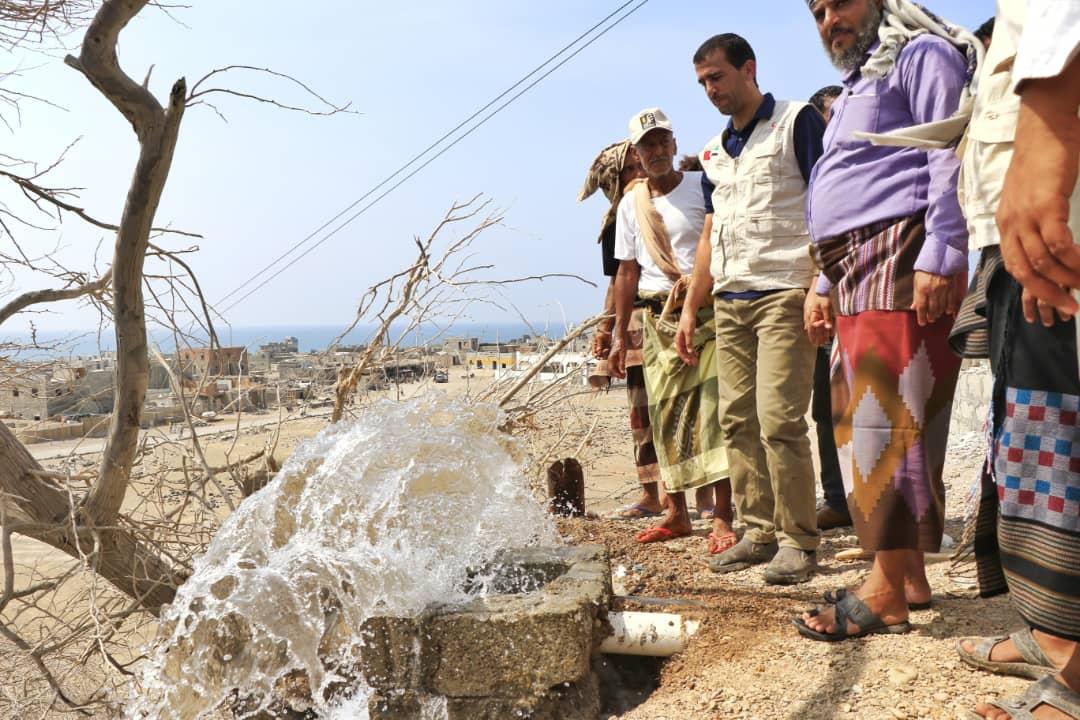 الإمارات تفتتح مشروعا لتزويد 15 ألفا من سكان تعز بالمياه النقية