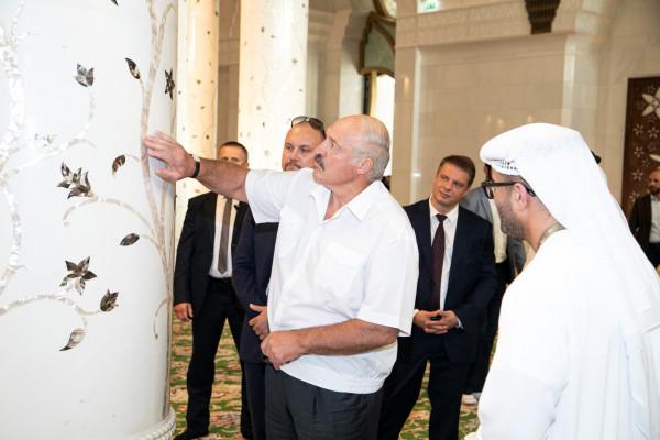 Presidente da Bielorrússia visita a Grande Mesquita em Abu Dhabi - WAM Portuguese