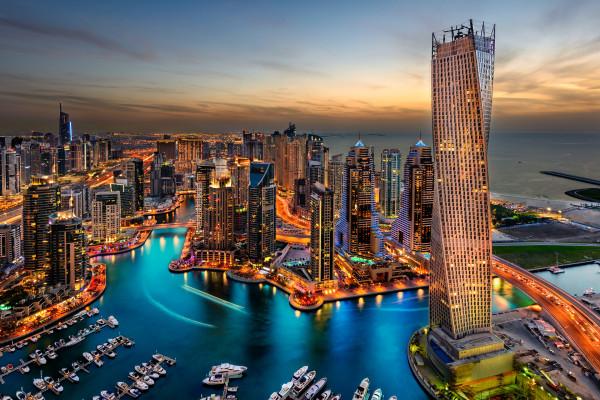 अमीरात समाचार एजेंसी - दुबई में राष्ट्रीय दिवस के छुट्टियों के दौरान  808,000 यात्री आए