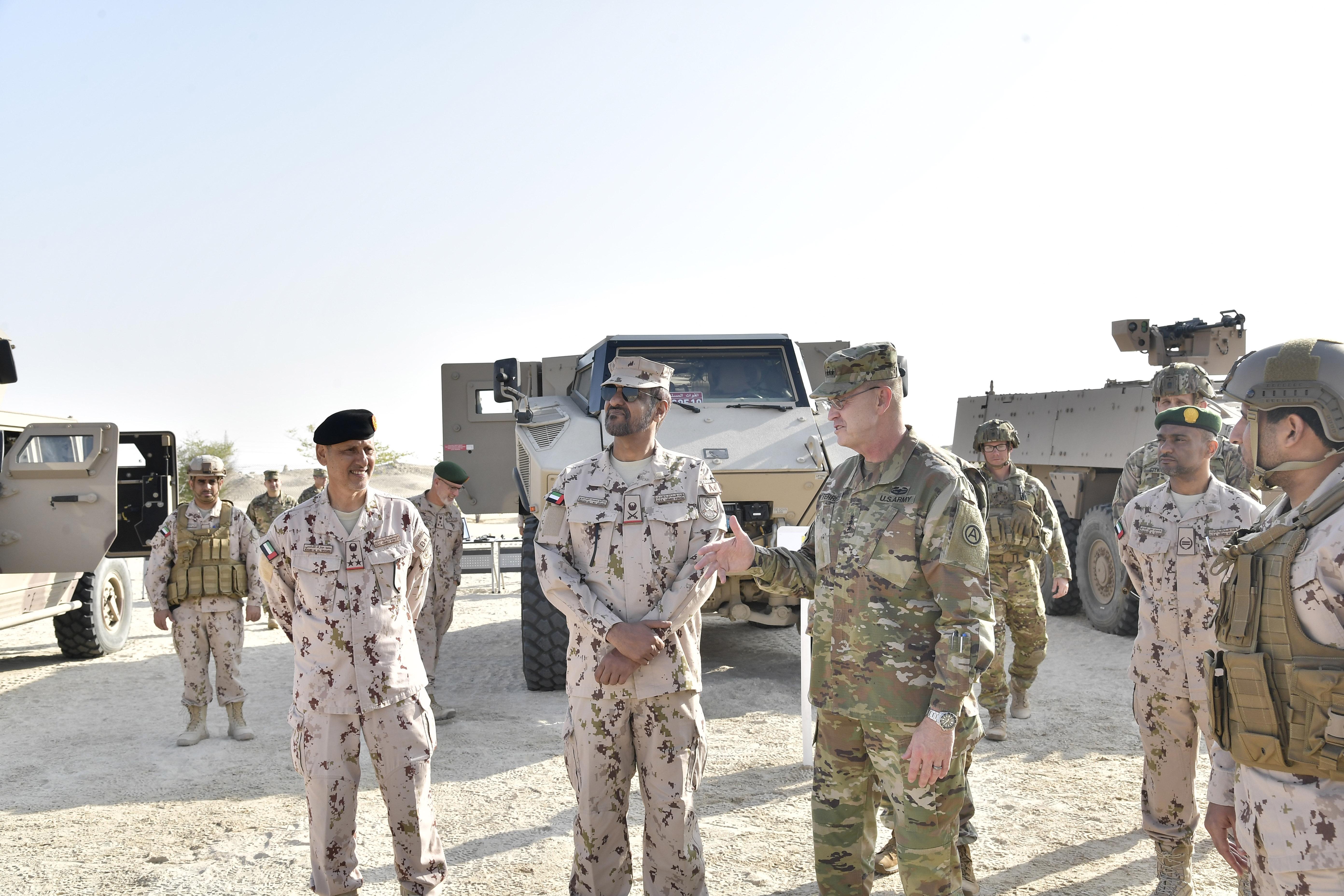 """قائد القوات البرية وقائد الجيش الأمريكي الثالث يشهدان انطلاقة التمرين المشترك """"الاتحاد الحديدي 12"""""""
