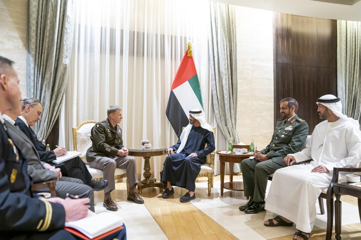 محمد بن زايد يستقبل رئيس أركان الجيش الأميركي