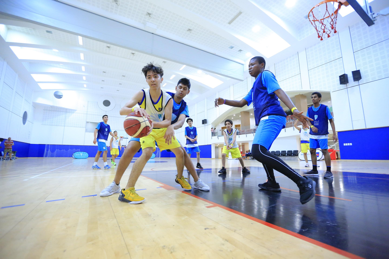 """مدرسة استراليان تتصدر منافسات الكرة بدوري"""" أبطال مدارس أبوظبي"""""""