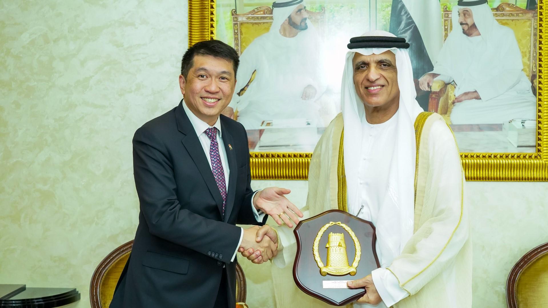 حاكم رأس الخيمة يستقبل سفير جمهورية سنغافورة