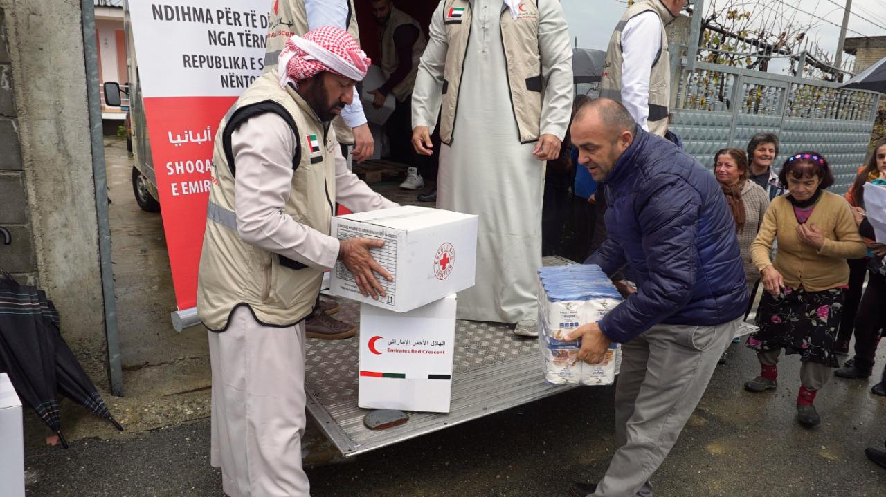 بتوجيهات محمد بن زايد.. هيئة الهلال الأحمر تبدأ عملياتها الإغاثية للمتأثرين من الزلزال في ألبانيا