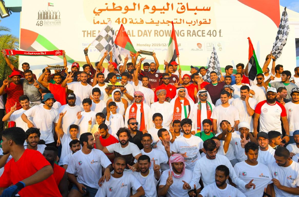 """""""تراث الإمارات"""" يختتم سباق اليوم الوطني لقوارب التجديف 40 قدما"""