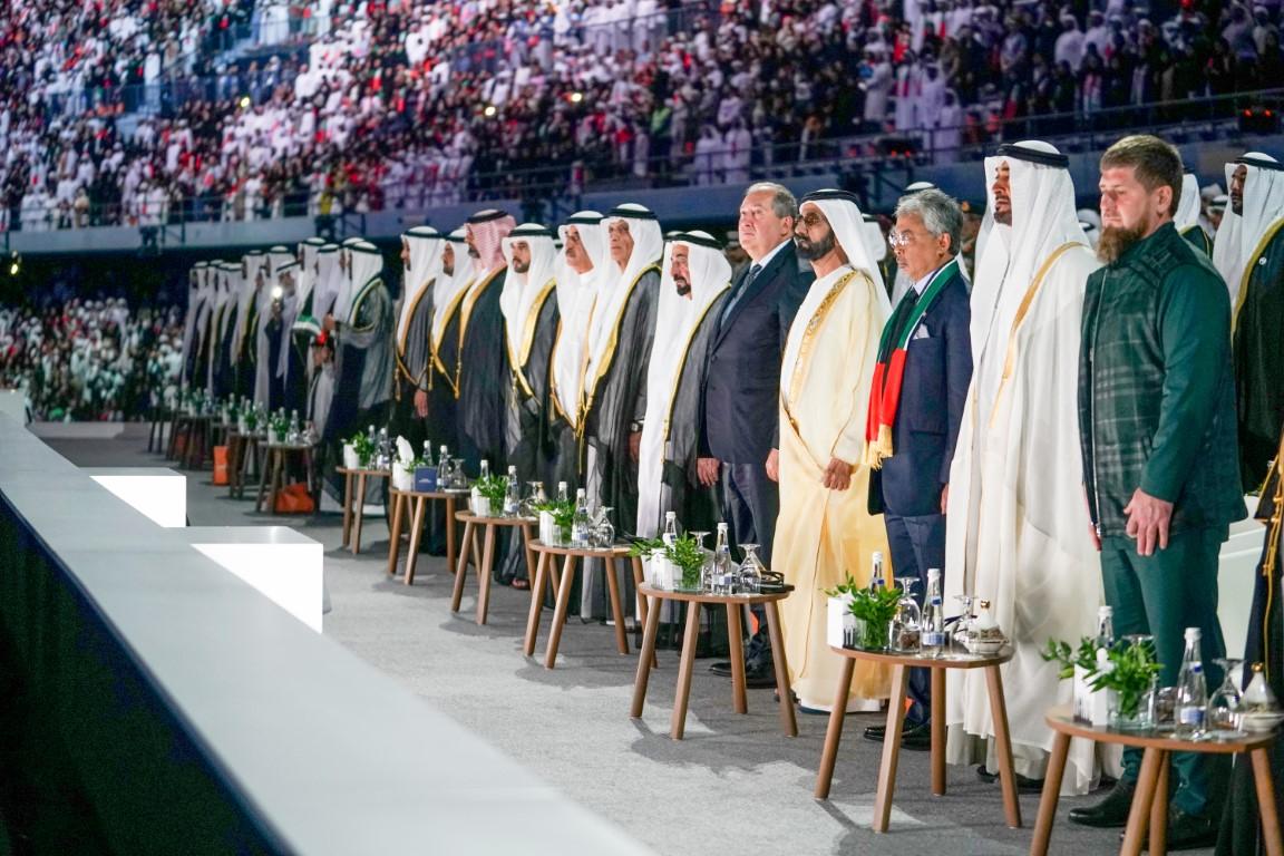 """محمد بن راشد ومحمد بن زايد والحكام يشهدون الاحتفال باليوم الوطني الــ 48 تحت شعار """"إرث الأولين"""""""