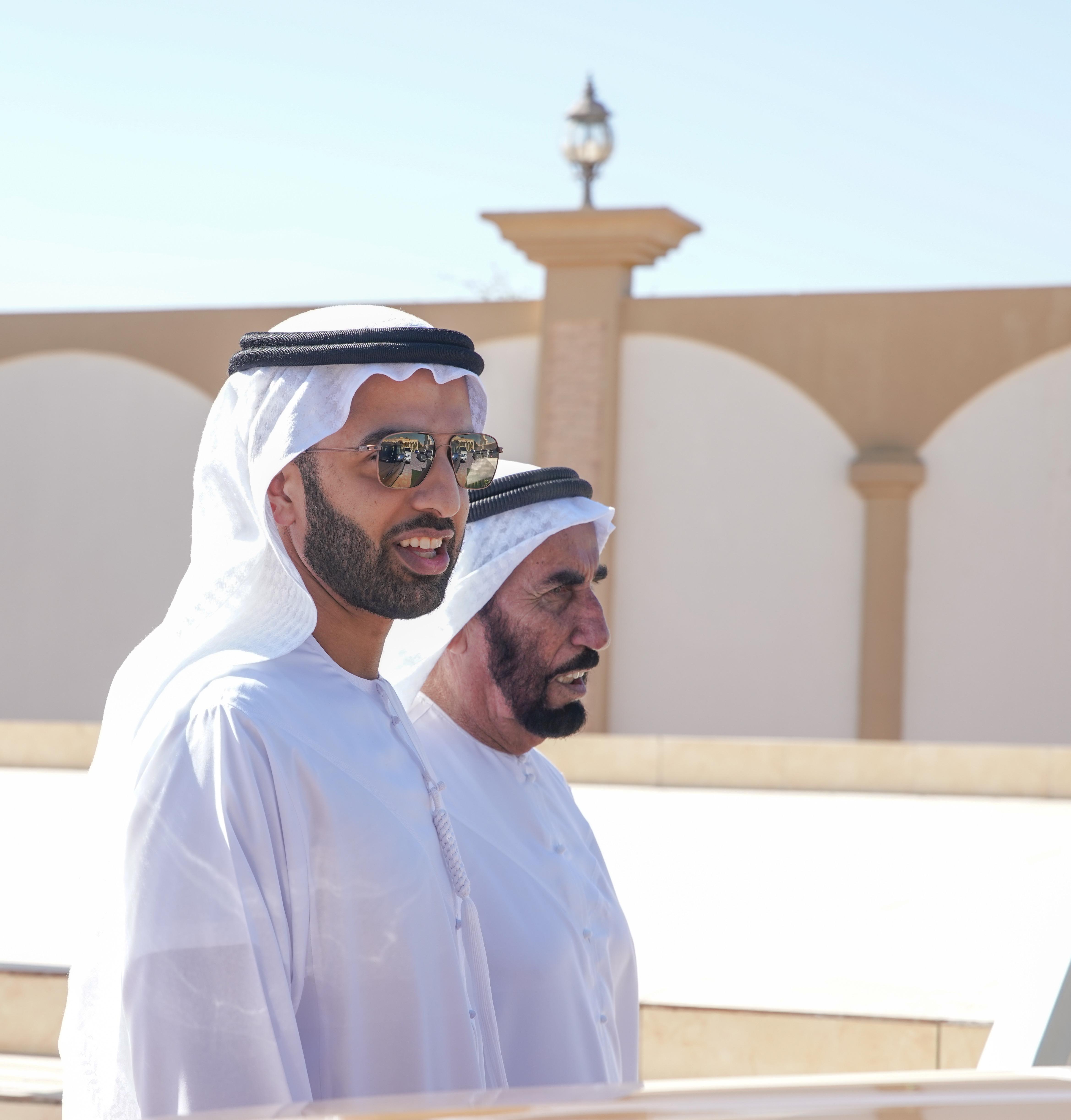 ولي عهد رأس الخيمة يزور سلطان بن علي الخاطري في منزله