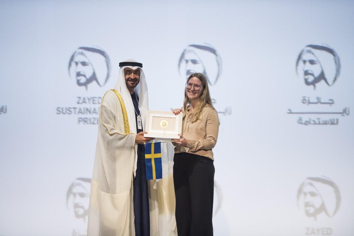 """محمد بن زايد يكرم الفائزين بـ""""جائزة زايد للاستدامة 2020"""""""