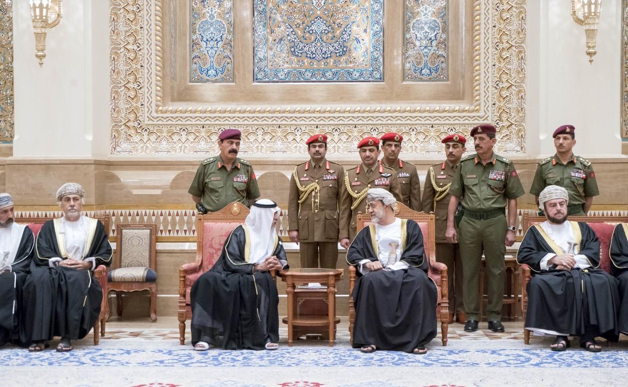نهيان بن مبارك يعزي سلطان عمان بوفاة قابوس بن سعيد