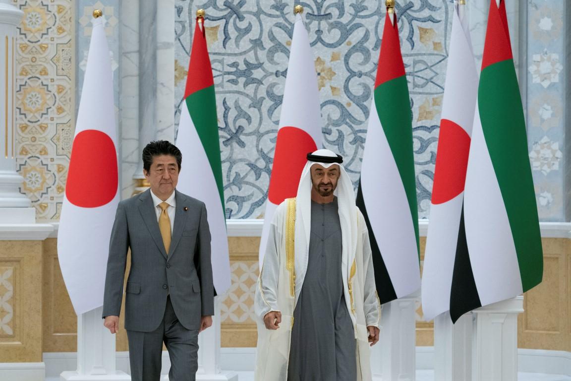 إعادة /محمد بن زايد يستقبل رئيس وزراء اليابان