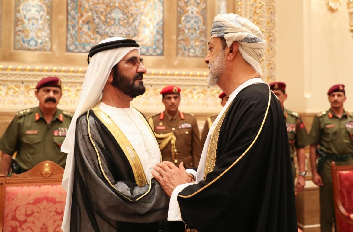 محمد بن راشد و حكام عجمان و أم القيوين و رأس الخيمة و عدد من الشيوخ يعزون سلطان عمان بوفاة قابوس بن سعيد