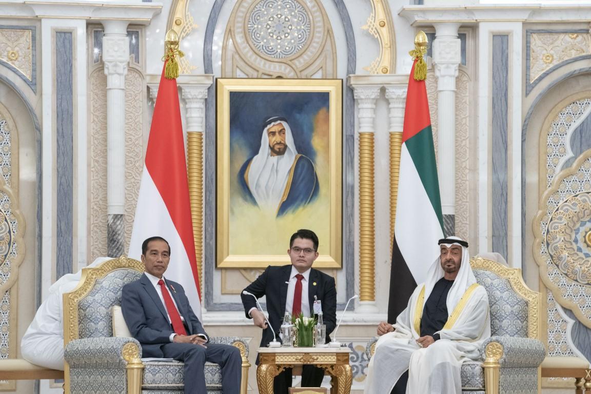 محمد بن زايد ورئيس إندونيسيا يشهدان تبادل مذكرات تفاهم واتفاقيات بين البلدين