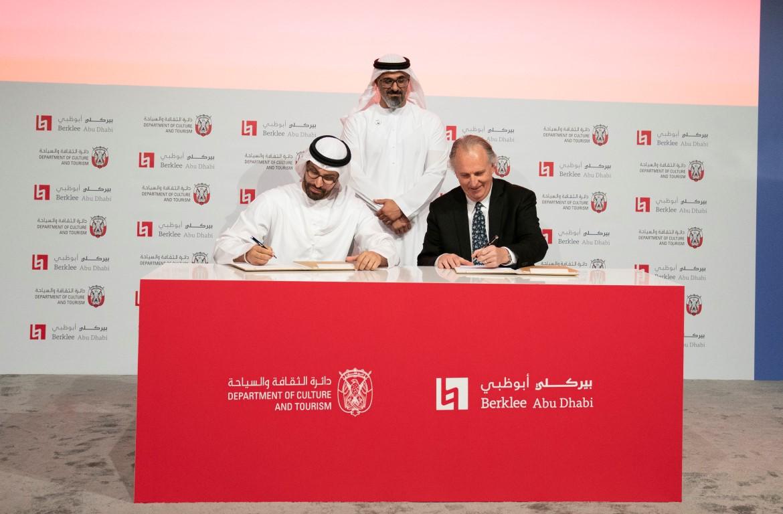 بحضور خالد بن محمد بن زايد ..دائرة الثقافة والسياحة توقع اتفاقية لإنشاء مركز لكلية بيركلي للموسيقى في أبوظبي